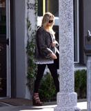 Ashley Olsen Leaving the Neil George Hair Salon in Beverly Hills, 3/10, 7 HQ