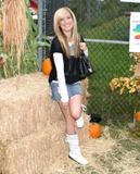 Slight Cleavage Ashley Tisdale See through tank top Foto 222 (Незначительное Дробление Эшли Тисдэйл видеть сквозь Майка Фото 222)