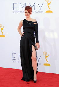 http://img142.imagevenue.com/loc186/th_468087432_AlexandraBreckenridge_64thAnnualPrimetimeEmmyAwards_6_122_186lo.jpg