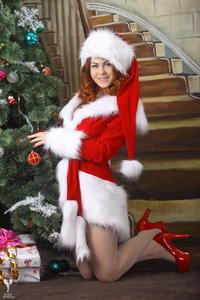 http://img142.imagevenue.com/loc202/th_531456559_silver_angels_Sandrinya_I_Christmas_1_074_123_202lo.jpg