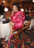 th_21147_fashiongallery_VSShow08_Backstage_AdrianaLima-34_122_22lo.jpg