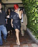 th_32211_RihannaleavingAGOrestaurantinLA19.7.2010_01_122_461lo.jpg