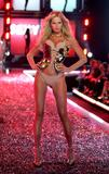 th_51855_celebrity_city_Victoria_Secrets_Models_Show_25_123_471lo.jpg