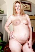 Pregnant-and-nude-w3k1ibkv7m.jpg