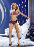 th_95476_Victoria_Secret_Celebrity_City_2007_FS344_123_534lo.JPG